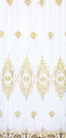 Вуаль в классическом стиле поистине королевская! За основу взята корона. Сочетание аппликации из белого бархата и вышивка золотой нитью.