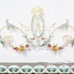Вуаль в стиле прованс. Активный декор вышивкой и аппликацией из букетов расположен по низу.