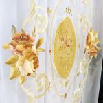 Рисунок на вуали - бархатные медальоны обрамленные в букетами роз пудровых оттенков