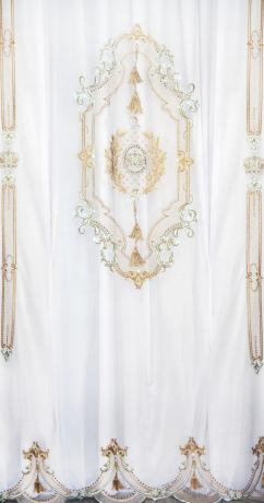 Королевская вуаль в трендовом цветовом сочетании - мята и золото! Высокохудожественная вышивка тончайшей работы подчеркивает статус интерьера.